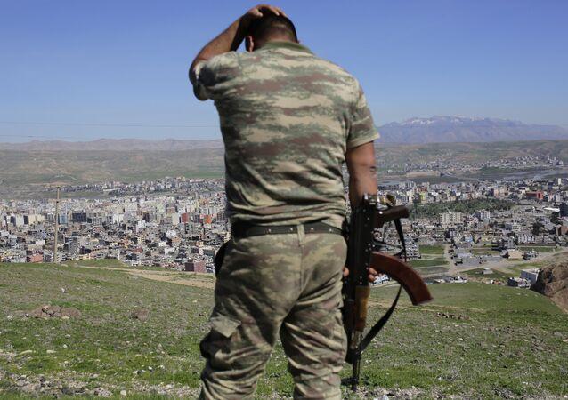 Soldado turco en la ciudad de Cizre