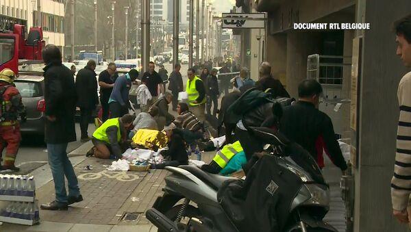 Socorristas cerca de la estación de metro Maelbeek, Bruselas - Sputnik Mundo