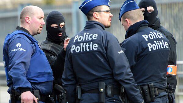 Policía belga tras los atentados en Bruselas - Sputnik Mundo