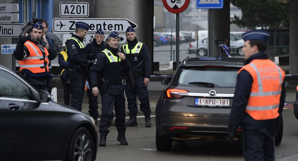 La policía belga cerca del aeropuerto de Zaventem, el 23 de marzo de 2016