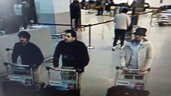 Los sospechosos de haber participado en los ataques al aeropuerto Zaventem en Bélgica - Sputnik Mundo
