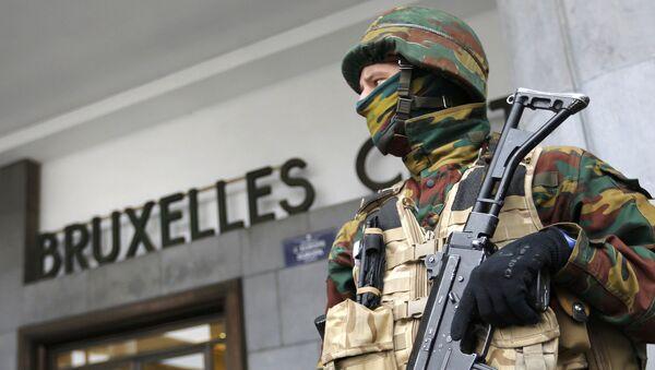 Un policía en Bruselas, Bélgica - Sputnik Mundo