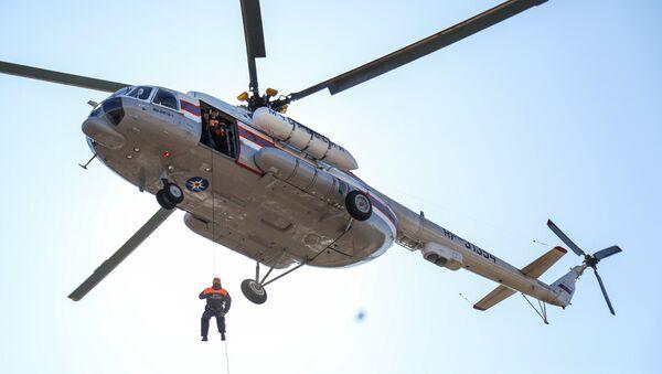 Maniobras de los socorristas del Ministerio de Emergencias de Rusia - Sputnik Mundo