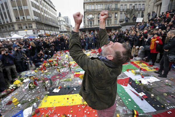 Memorial en honor de los atentados de Bruselas de 2016. - Sputnik Mundo