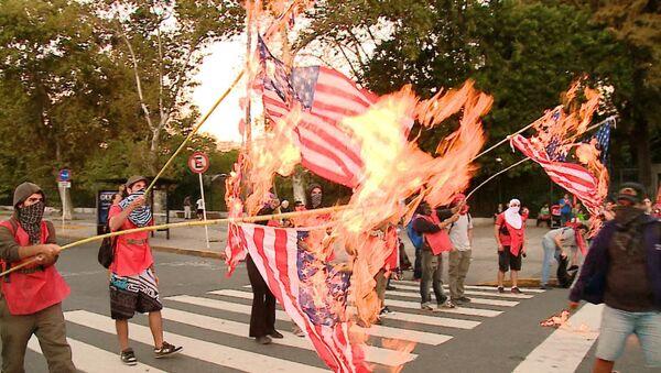 Bonaerenses queman la bandera de EEUU en protesta por la visita de Obama - Sputnik Mundo