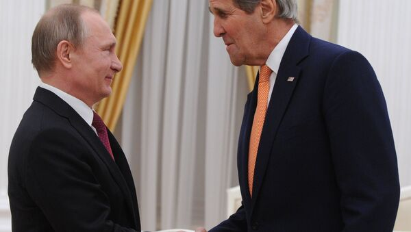Presidente de Rusia, Vladímir Putin y secretario de Estado de EEUU, John Kerry - Sputnik Mundo