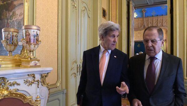 El ministro de Exteriores de Rusia, Serguéi Lavrov, y el secretario de Estado de EEUU, John Kerry - Sputnik Mundo