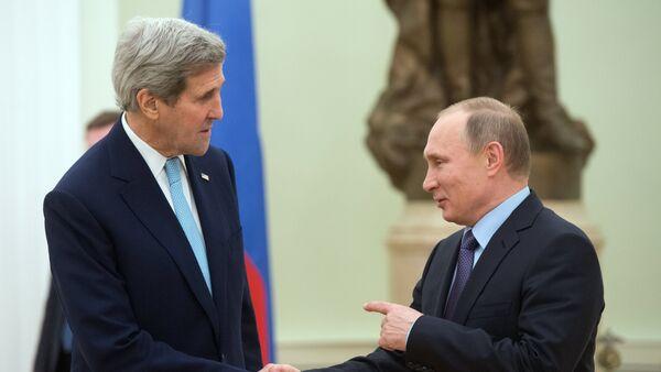 Presidente de Rusia, Vladímir Putin, y el secretario de Estado de EEUU, John Kerry (archivo) - Sputnik Mundo