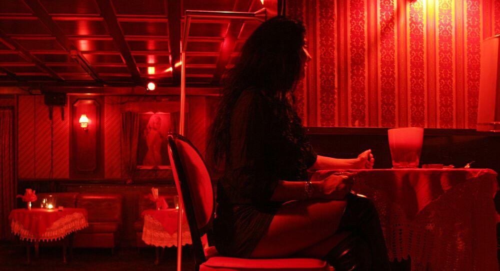 Una prostituta en un burdel en Hamburgo (archivo)