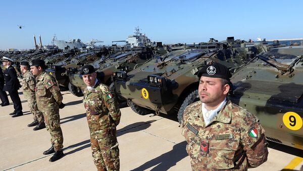 Italian Army soldiers stand by some of the twenty military vehicles during an handing over ceremony by Italy to Libya at a Libyan Navy Base on February 6, 2013 in Tripoli. - Sputnik Mundo