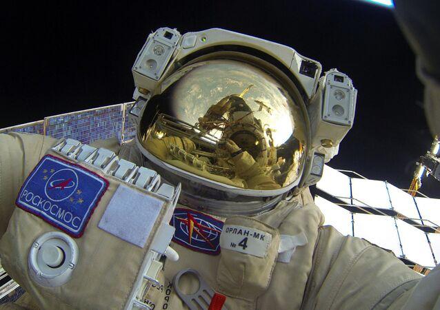 Paseo en el espacio del cosmonauta ruso