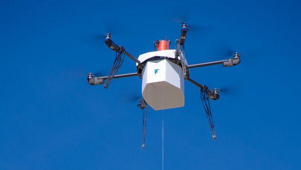 Un dron en EEUU entrega un paquete postal en zona urbana por primera vez - Sputnik Mundo