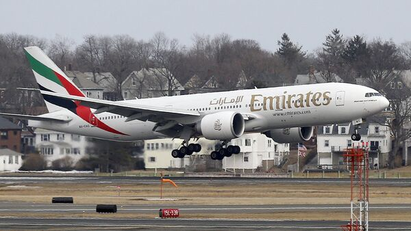 Avión de la compañía Emirates Airlines - Sputnik Mundo