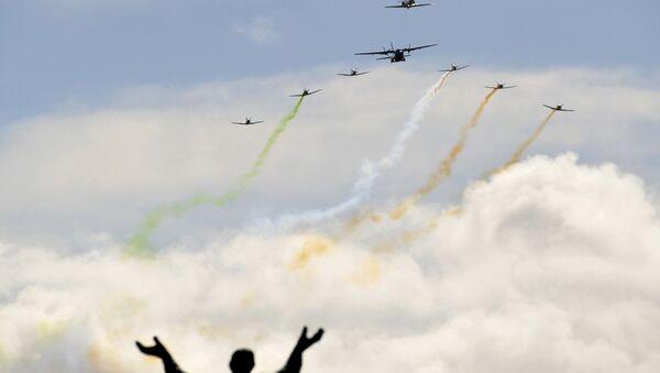 Los aviones vuelan sobre la calle de O´Connell durante el aniversario de Alzamiento de Pascua en Irlanda - Sputnik Mundo