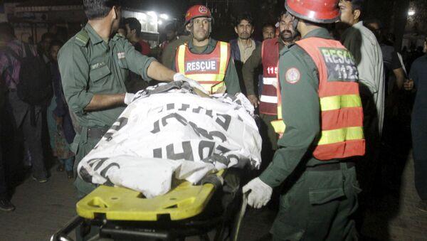 Labores de rescate tras la explosión en Lahore, Pakistán - Sputnik Mundo