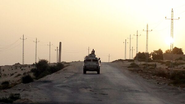 An Egyptian military vehicle is seen on the highway in northern Sinai, Egypt, in this May 25, 2015 file photo. - Sputnik Mundo
