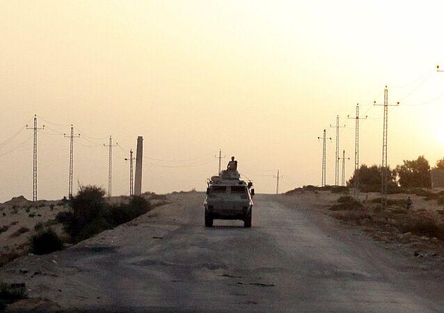 Vehículo militar egipcio en la península de Sinaí (archivo)