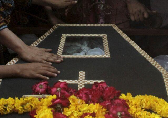 Enterramiento de la víctima del atentado en Lahore