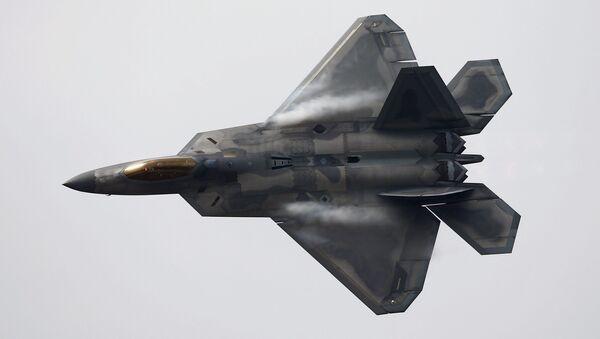 Истребитель F-22 Raptor во время выступлений в Сантьяго - Sputnik Mundo