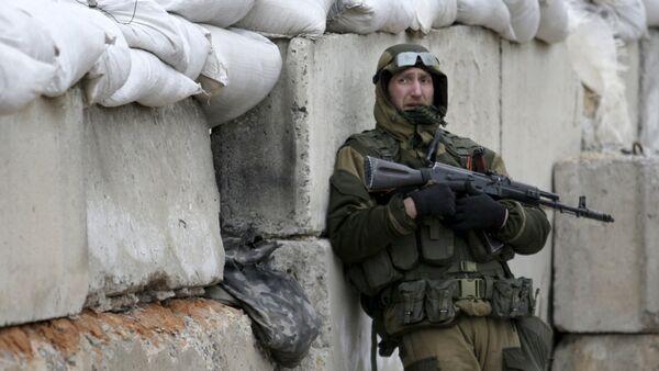 Un miliciano del este de Ucrania - Sputnik Mundo