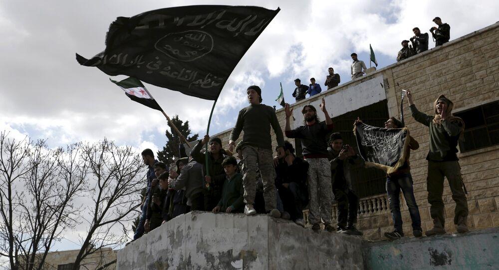 Militantes con banderas extremistas, Idlib, Siria (archivo)