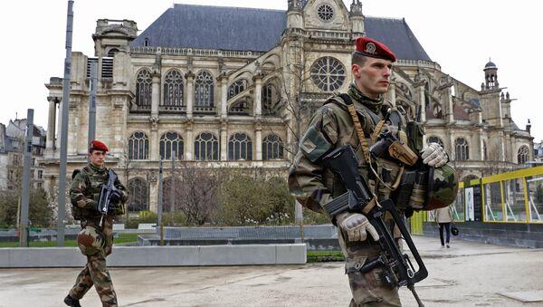 Militares franceses en París - Sputnik Mundo