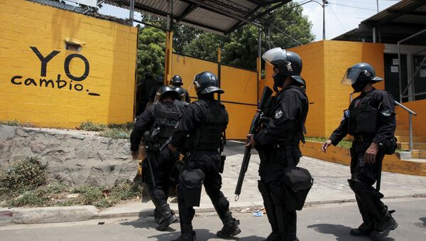 Policías salvadoreños - Sputnik Mundo