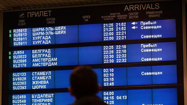 Tablero en un aeropuerto ruso - Sputnik Mundo