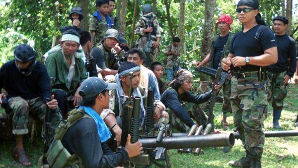 El portavoz Abu Sabaya cerca de los integrantes del grupo extremista Abu Sayyaf - Sputnik Mundo