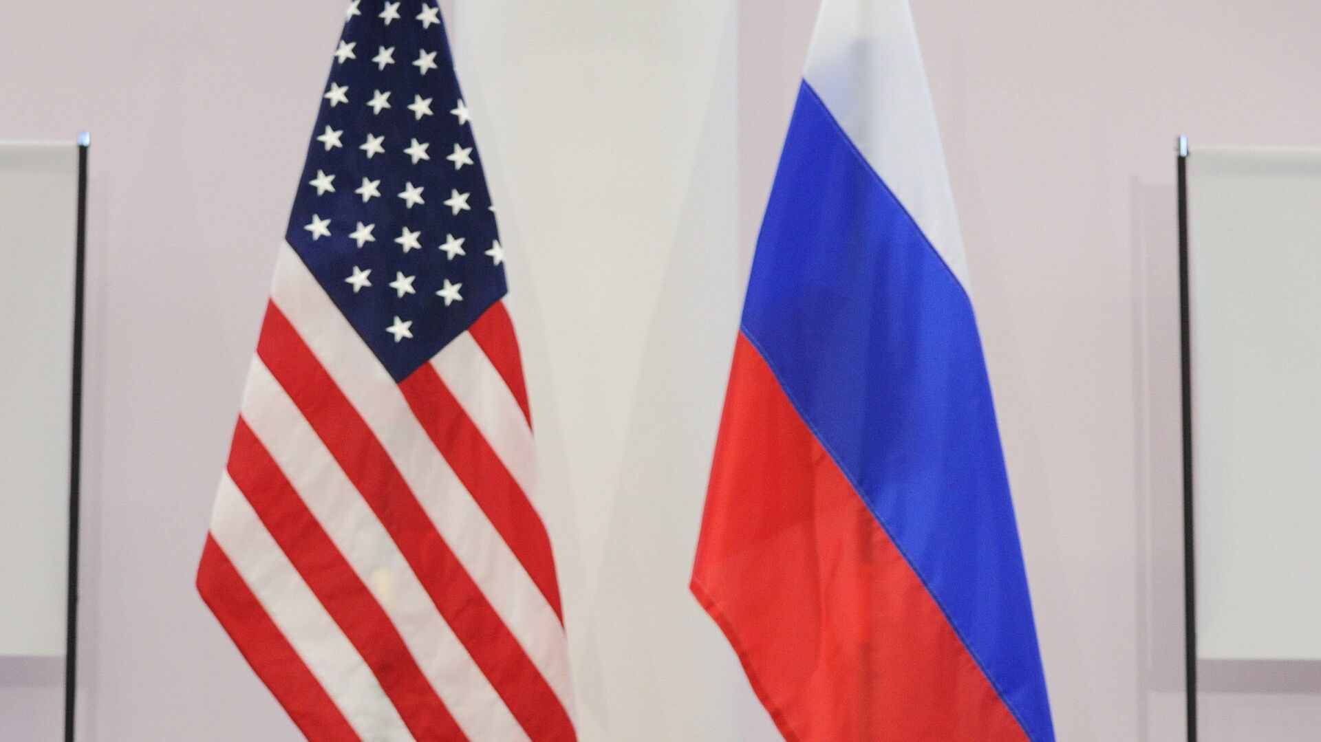 US and Russian flags - Sputnik Mundo, 1920, 15.04.2021