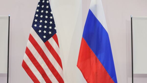 US and Russian flags - Sputnik Mundo