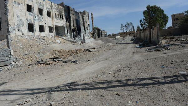 Edificios destruidos en la ciudad de Al Qaryatayn - Sputnik Mundo