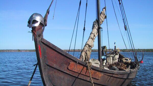 Una réplica moderna de un barco vikingo - Sputnik Mundo