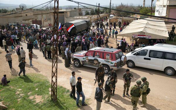 Entrega de ayuda humanitaria en Hama - Sputnik Mundo
