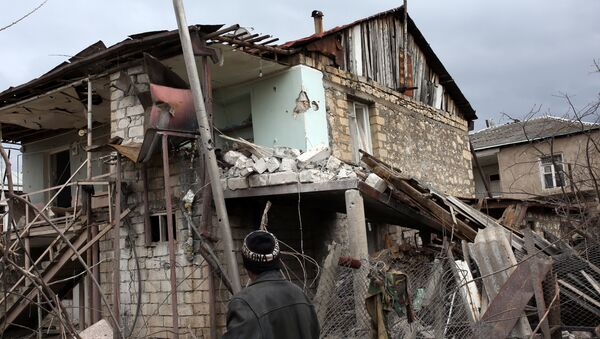 Un edificio destruido en Nagorno Karabaj - Sputnik Mundo
