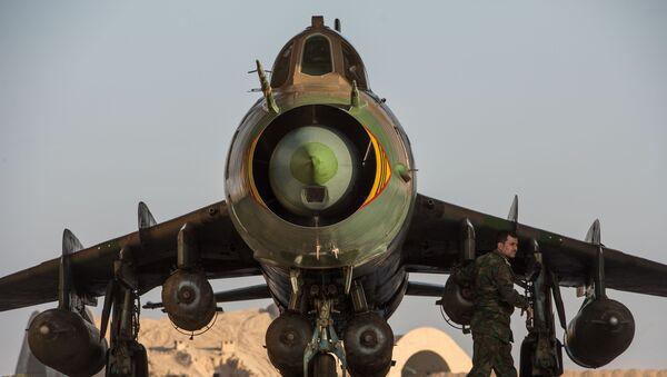 Caza Su-22 de las Fuerzas Aéreas de Siria - Sputnik Mundo