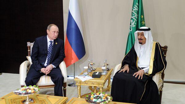 El presidente de Rusia, Vladímir Putin, y el rey de Arabia Saudí, Salman bin Abdulaziz Saud - Sputnik Mundo