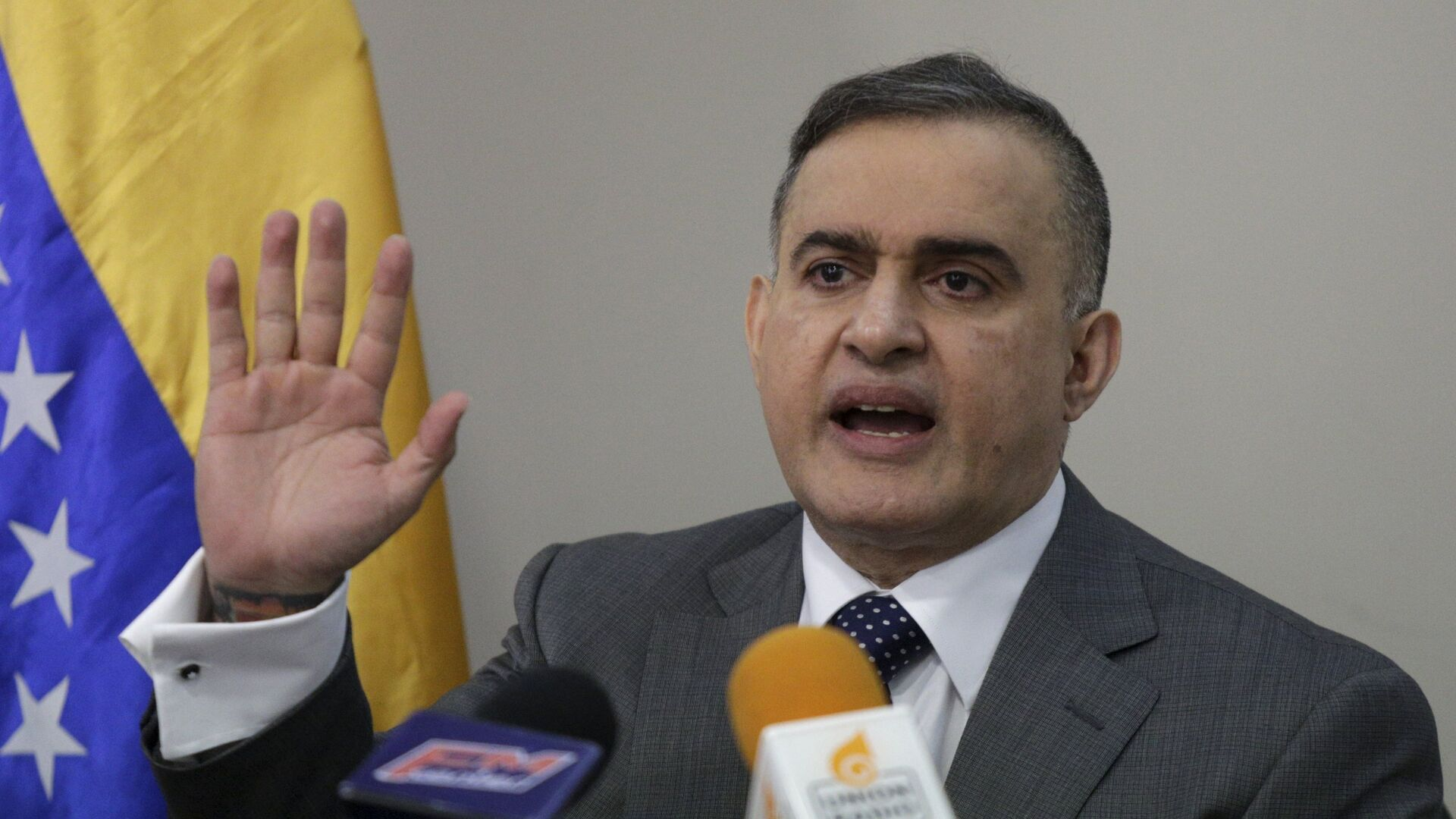 Venezuela's state ombudsman Tarek William Saab gestures as he talks to the media during a news conference in Caracas, March 9, 2016. - Sputnik Mundo, 1920, 26.03.2021