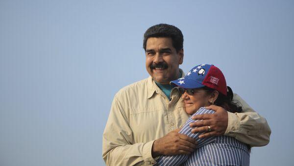 Presidente de Venezuela, Nicolás Maduro, con su esposa, Cilia Flores - Sputnik Mundo