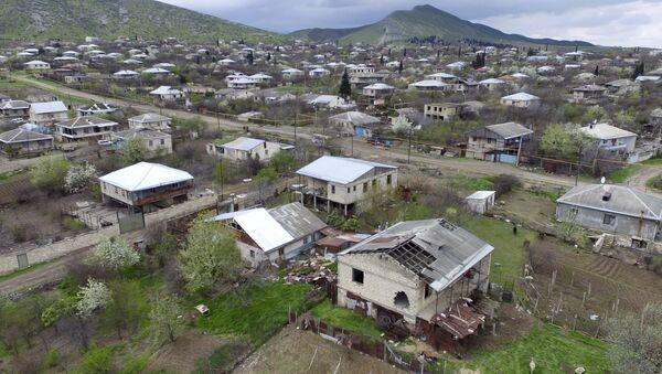 Casas destruidas en Nagorno Karabaj - Sputnik Mundo