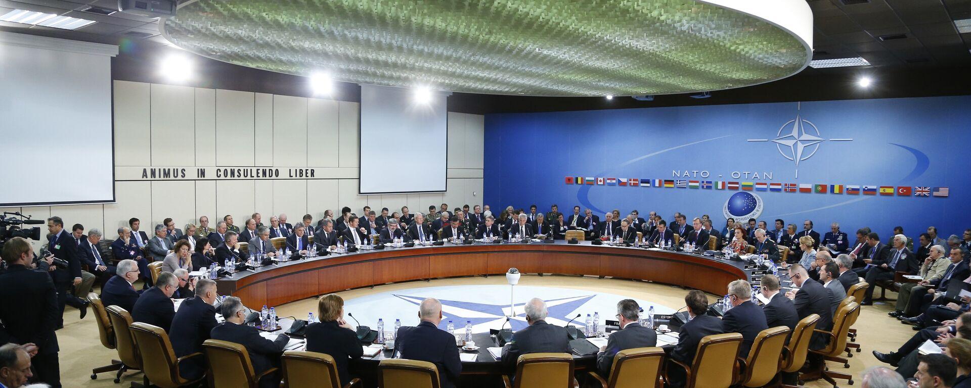Una reunión del Consejo OTAN-Rusia a nivel de ministros de Defensa en la sede de la OTAN en Bruselas (archivo) - Sputnik Mundo, 1920, 07.06.2021