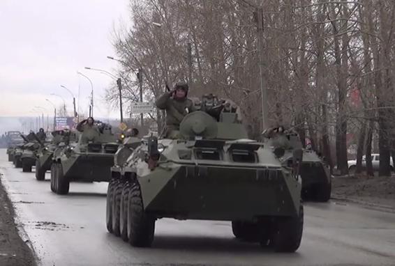Los famosos Iskander y Tigre recorren las calles de una ciudad rusa