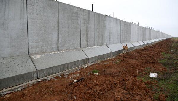El muro en la frontera entre Turquía y Siria - Sputnik Mundo