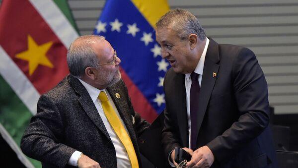 Carlos Pareja, ministro de Hidrocarburos de Ecuador, y Eulogio del Pino, ministro de Petróleo y Minería de Venezuela - Sputnik Mundo
