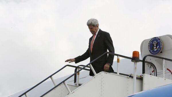 John Kerry, secretario de Estado de EEUU, en el aeropuerto internacional de Kabul - Sputnik Mundo
