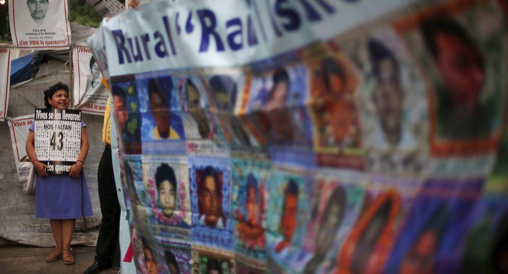 Protesta por los 43 estudiantes desaparecidos en la Ciudad de México (archivo)