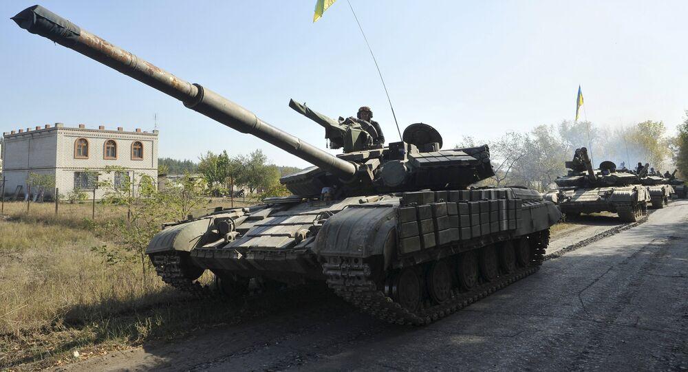 La retirada de los tanques en la provincia deNyzhnje en la región de Lugansk (archivo)