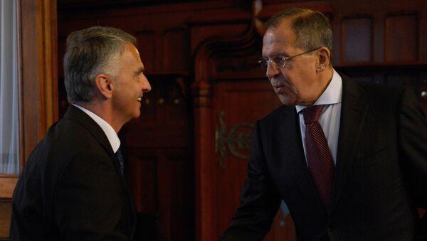 Ministro de Exteriores de Suiza, Didier Burkhalter, y ministro de Exteriores de Rusia, Serguéi Lavrov (Archivo) - Sputnik Mundo