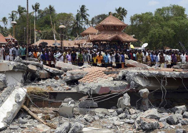 Templo de Puttingal, destruido por un fuerte incendio