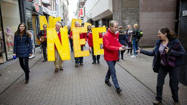 Manifestación en contra de la asociación entre la UE y Ucrania en Holanda - Sputnik Mundo